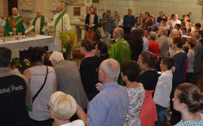 Une Eglise qui se rassemble et célèbre son Seigneur